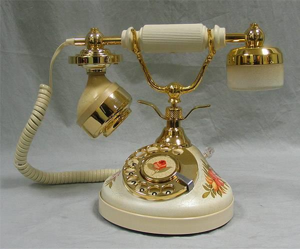 Ретро телефон белый