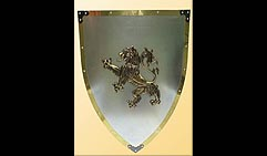 Настенный щит с гербом  Лев  , серый с золотым кантом.