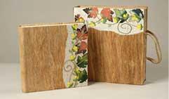 Фотоальбом. Выполнен из коры дерева. С использованием натуральных сухоцветов «Осенний орнамент».
