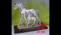 Скульптура  Лошадь с жеребёнком